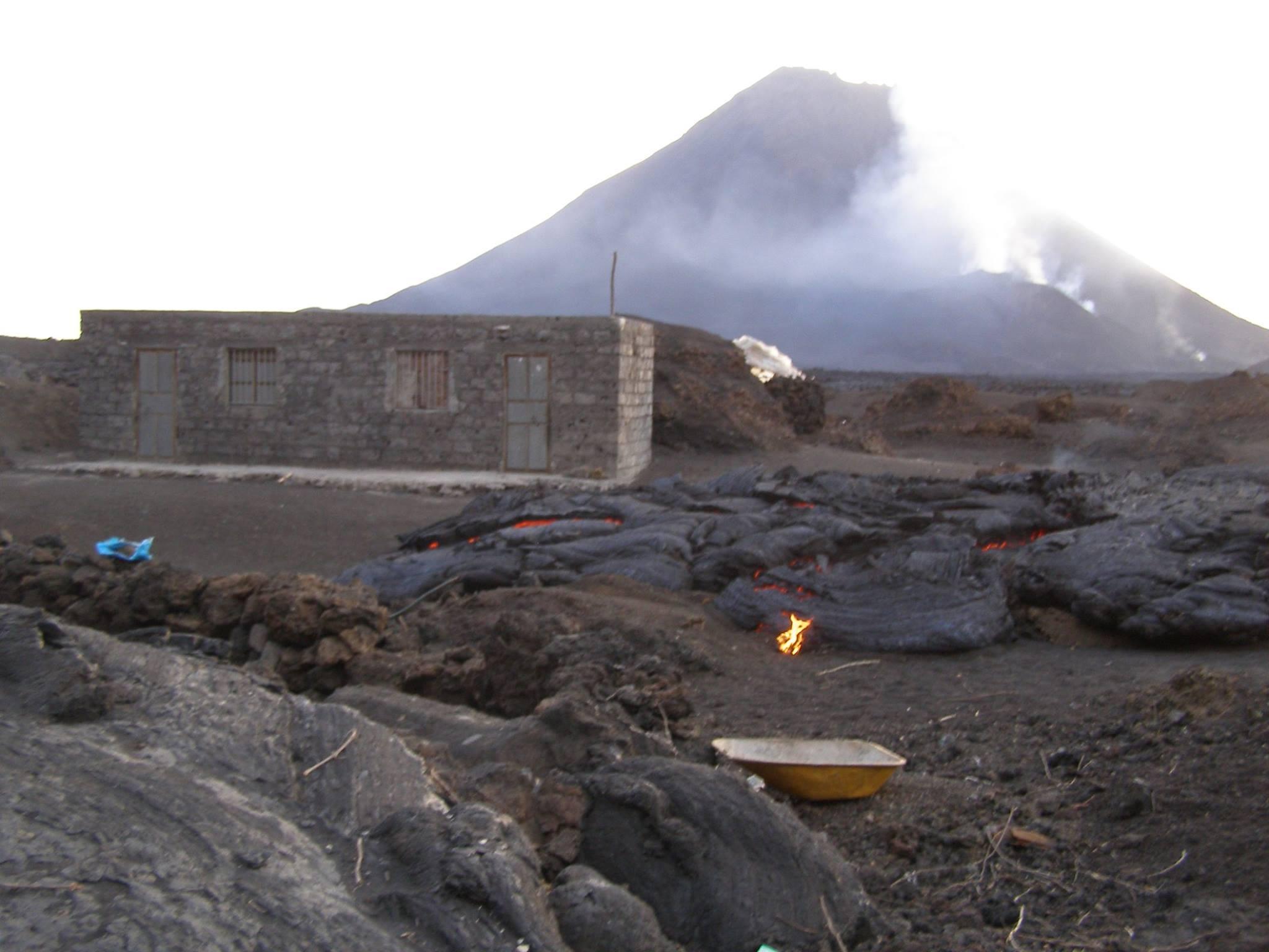 erup u00e7 u00e3o do vulc u00e3o do fogo j u00e1 libertou mais de 220 mil